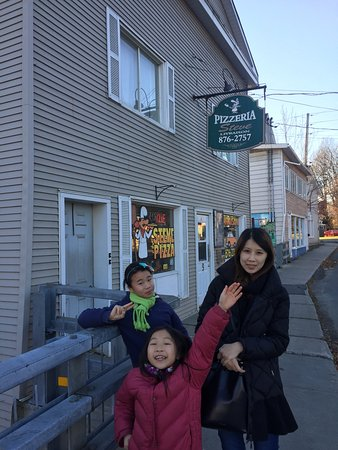 Stanstead, Canada: Again we took picture after we ate; that's in fact a proof of our satisfcation to the food