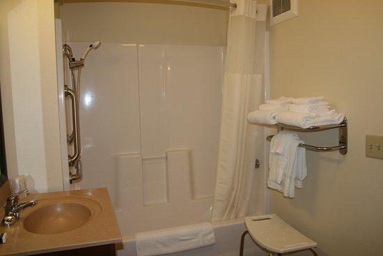 Monaca, PA: Accessible Bathroom