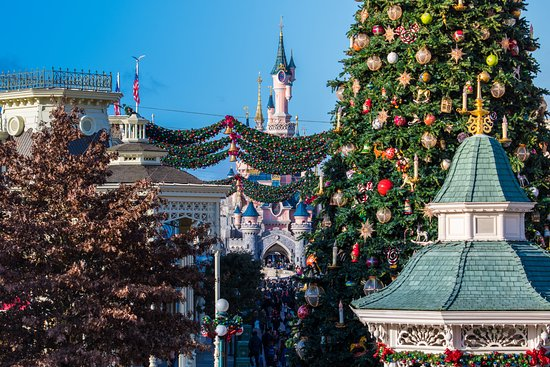 disneys newport bay club disneyland paris christmas 2017