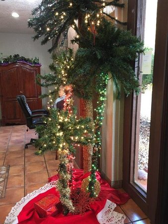 Cottonwood, AZ: Christmas decorations in lobby