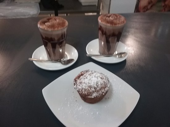 Sanctuary Point, Australia: Hot Chocolate & Muffins