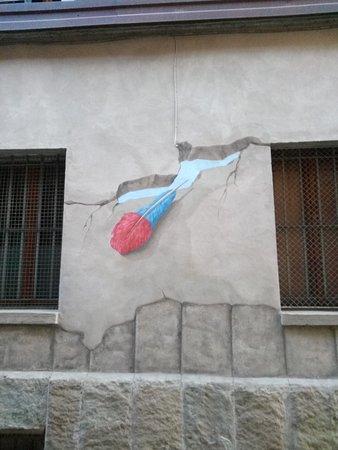 Dozza, อิตาลี: La crepa dal vivo sembra reale.