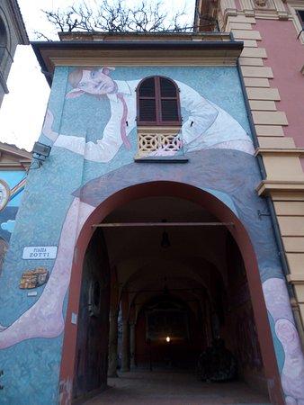 Dozza, อิตาลี: Raffigurazione particolare e simpatica.