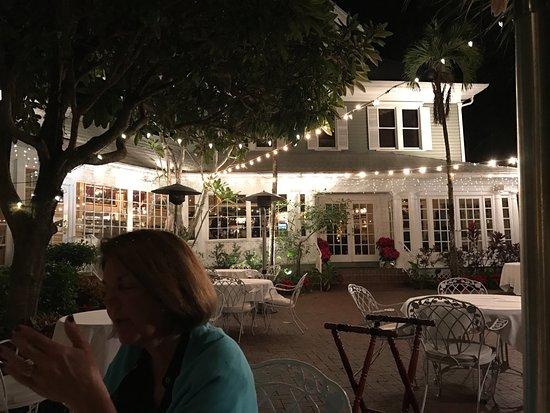 Outdoor dining at The Veranda
