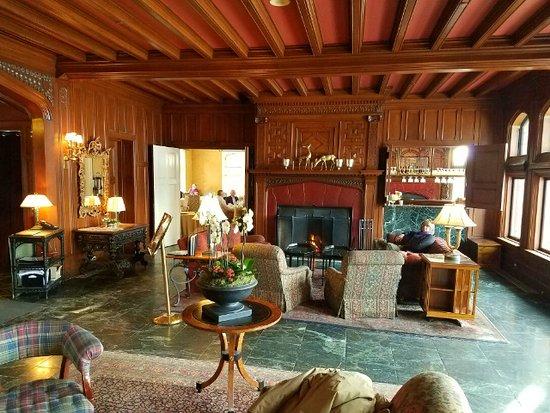 Lenox, MA: Mansion lounge.