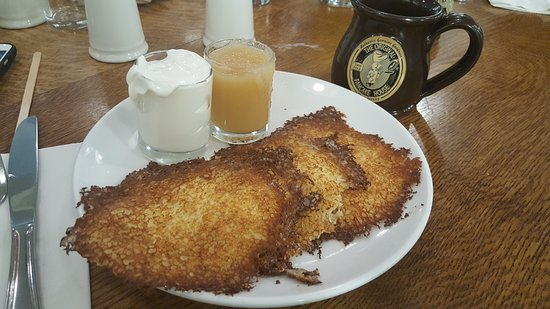Edgewater, NJ: Perfect Potato Pancakes and Continuous Coffee