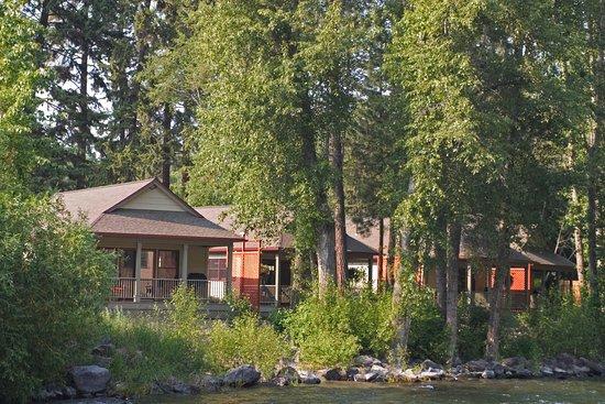 Bigfork, MT: Deluxe River Cottages on the Swan River