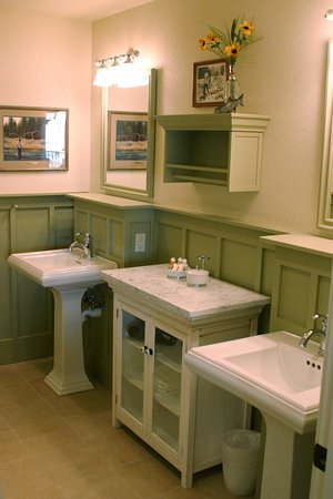 Bridge Street Cottages: Luxurous and Large Bathrooms