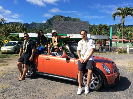 Avarua, Islas Cook: Mini Cooper Convertible with Stan Walker