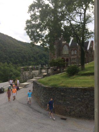 Harpers Ferry, Virginia Occidental: church at a distance