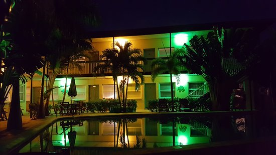 Surf n' Sand : Surf and Sand Hotel's pool is beautifully lit at night