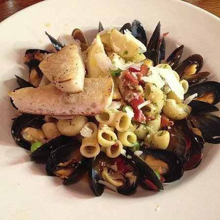 Washington, CT: Mussels with pasta