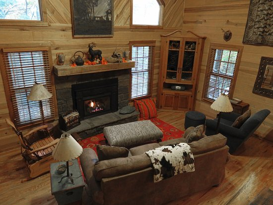 ‪‪Lake Toxaway‬, ‪North Carolina‬: Deer Lodge Living Room‬