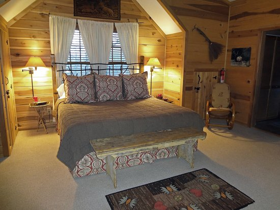 ‪‪Lake Toxaway‬, ‪North Carolina‬: Deer Lodge King Bedroom‬