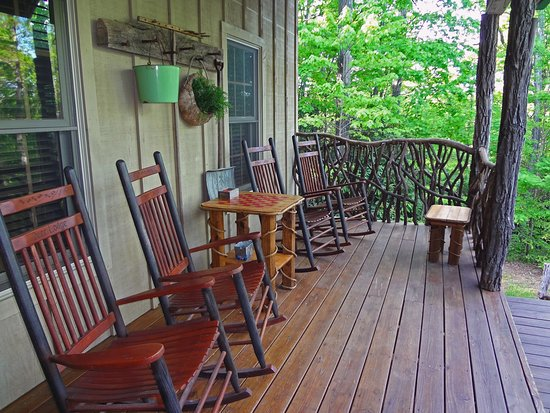 Lake Toxaway, NC: Deer Lodge Front Porch