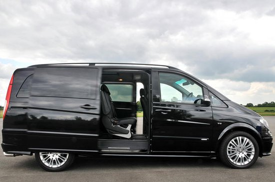Private Arrival Transfer: Amsterdam Airport to Amsterdam City Center...