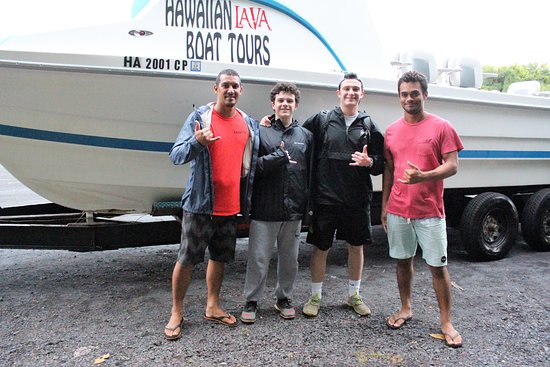 Pahoa, Hawái: Our boys with the captain and first mate
