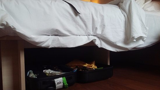 Ibis Bangkok Siam: Compartment under bed for luggage