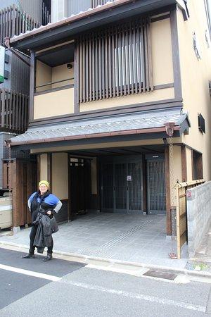 Matsubaya Inn: Front door