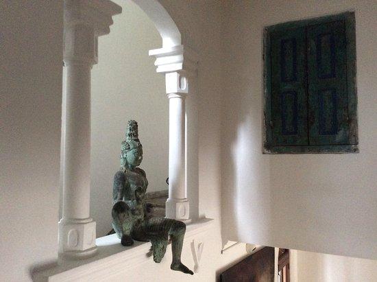 La Maison Nil Manel: Dans l'escalier