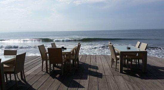 Blahbatuh, Indonesien: View of ocean from restauant
