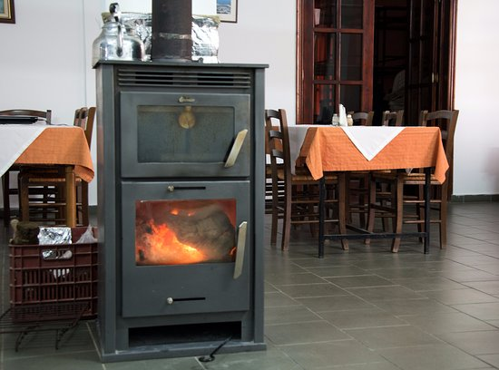 Kerames, Greece: Great local food from the woodstove in the middle of the dining room