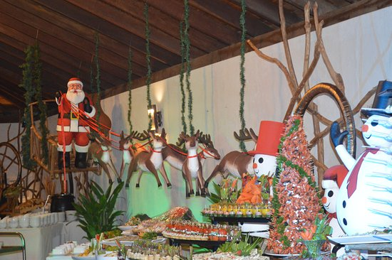 The Palms Hotel: Christmas Buffet Deco