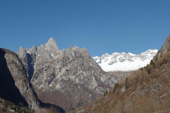 Val Masino, إيطاليا: vista dal balcone verso il Pizzo Badile