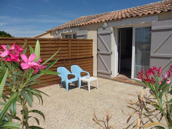 Rognonas, Francia: Terrasse d'une chambre