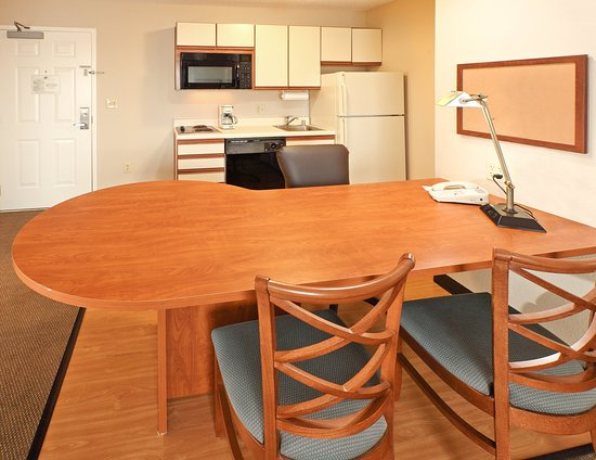 Rogers, AR: Suite Kitchen