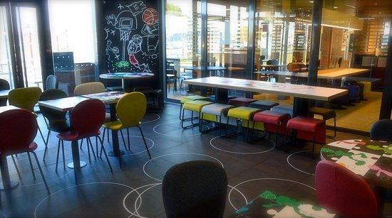 Lunel, France: Espace jeux