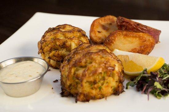 Holiday Inn Gaithersburg: Harvest Plates & Pints menu item, Crab Cakes