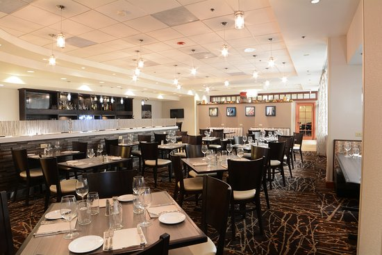 Holiday Inn Gaithersburg: Enjoy breakfast and brunch, lunch, dinner & pints at Harvest!