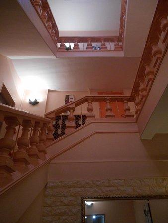 Apparthotel Les Tilleuls: les escaliers menant aux chambres
