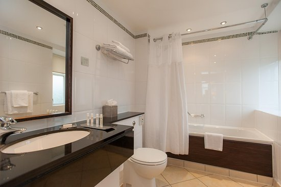 Dunblane, UK: Suites Bathroom