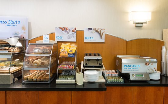 Holiday Inn Express Walterboro: Assortment of breakfast fare - served daily
