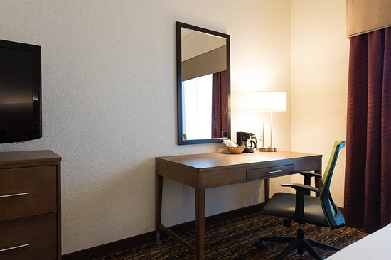 Walterboro, SC: King Accessible Guest Room Workdesk