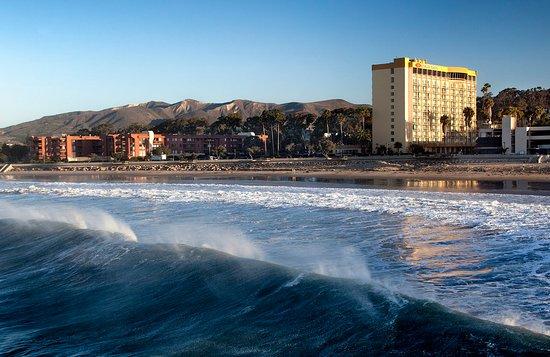 Crowne Plaza Ventura Beach Hotel Exterior