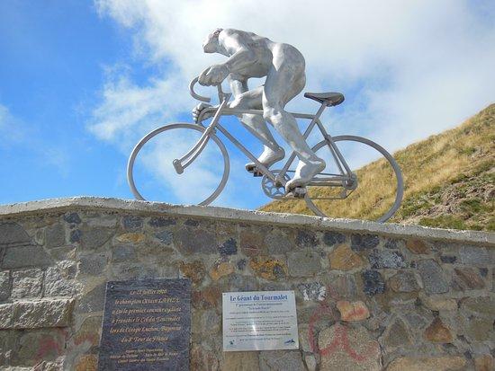 Col de Tourmalet: Stele au sommet du Tourmalet