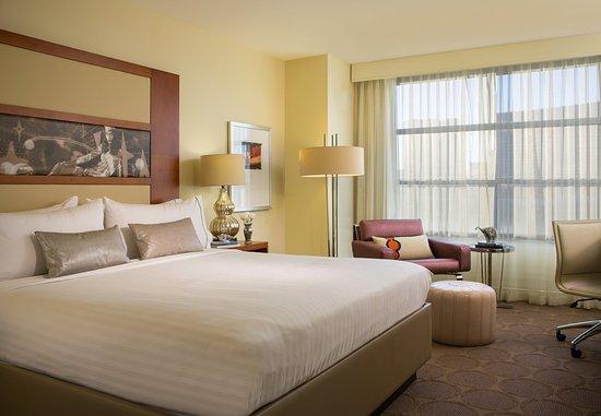 Renaissance Las Vegas Hotel: King Guest Room