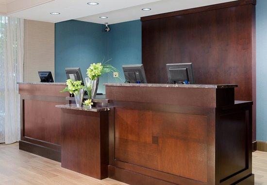 كورت يارد نيوهافن آت يال: Front Desk