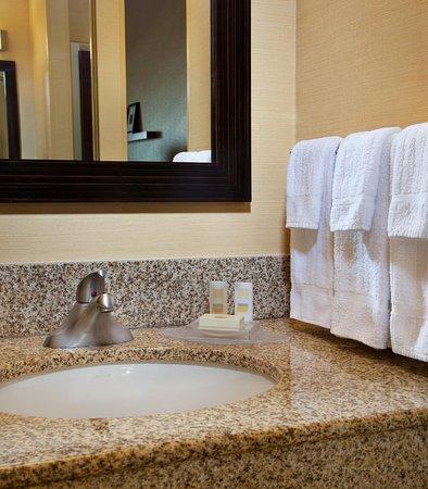Milpitas, CA: Guest Bathroom