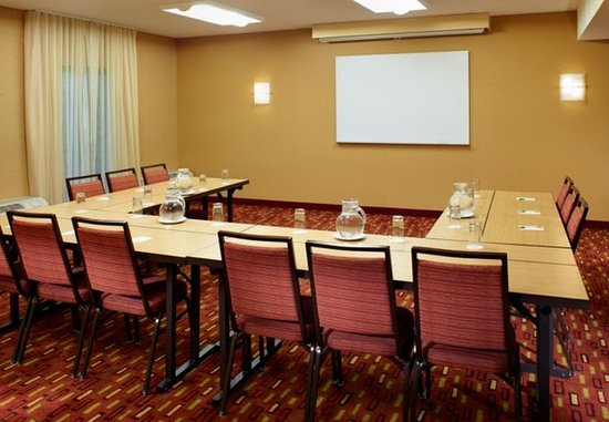 Dublin, OH: Meeting Room – U-Shape Setup