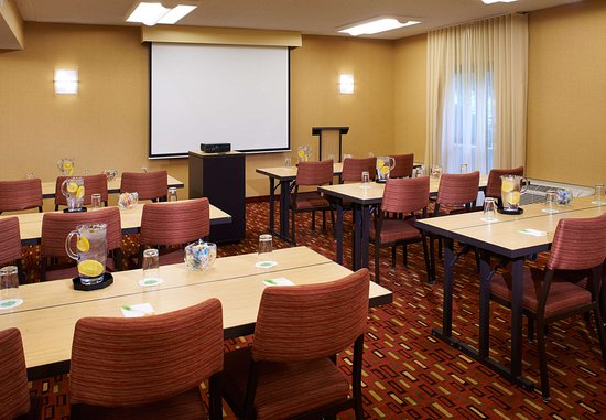 Dublin, OH: Meeting Room - Classroom Setup
