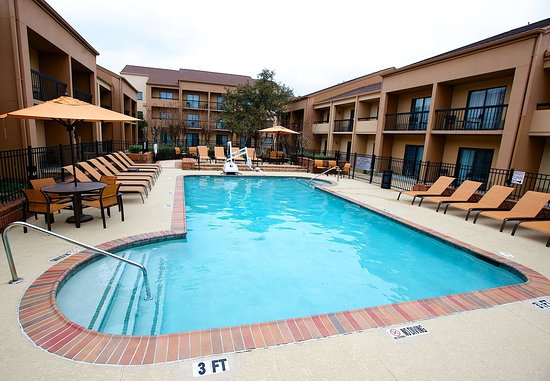 Bedford, TX: Outdoor Pool