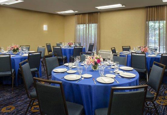 Andover, MA: Meeting Space - Social Setup