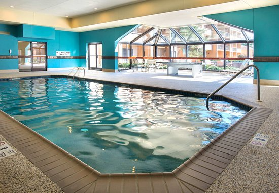 Mahwah, Nueva Jersey: Indoor Pool & Ping Pong Table