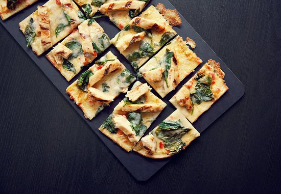 ‪‪College Station‬, تكساس: Spicy Chicken & Spinach Flatbread‬
