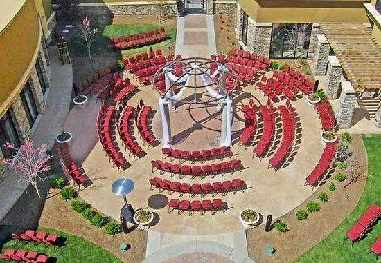 เมริเดียน, ไอดาโฮ: Courtyard