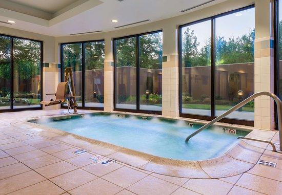 Lincoln, RI: Indoor Whirlpool